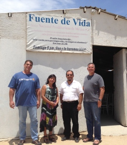 Peter, Jasmin, Benjamin and Dave in front of Fuente de Vida Church