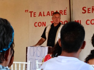 Dave preaching at the Fuente de Vida mission church