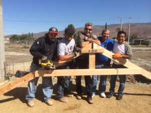 Rodrigo Vallarta, Tury Nuñez, Scott Griffis, Daniel Nuñez and Ivan Casados getting the roof beams ready