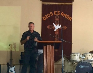 Dave praying during the service for Dios es Amor