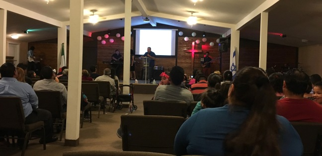 Pastor Daniel Nuñez leading the missions service for Ministerios Transformación