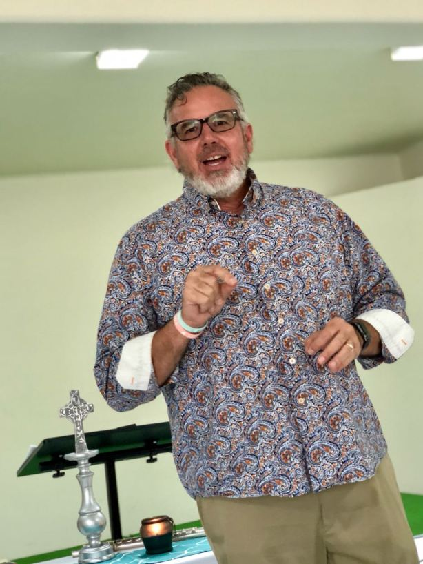 Dave preaching at Renuevo