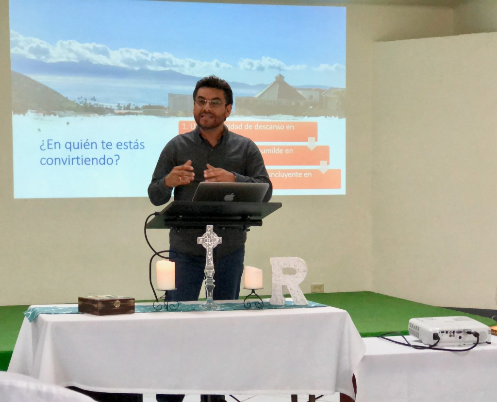 Petri preaching in Ensenada at Renuevo church